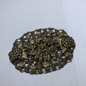 Vintage gold foliage we flower detailed brooch pin